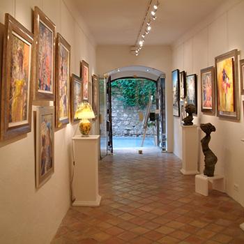 La Galerie Mougins Art Prestige, vue vers l'extérieur